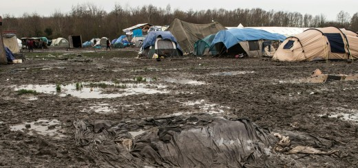 Camp-de-refugies-a-Grande-Synthe-mettre-un-minimum-d-humanite