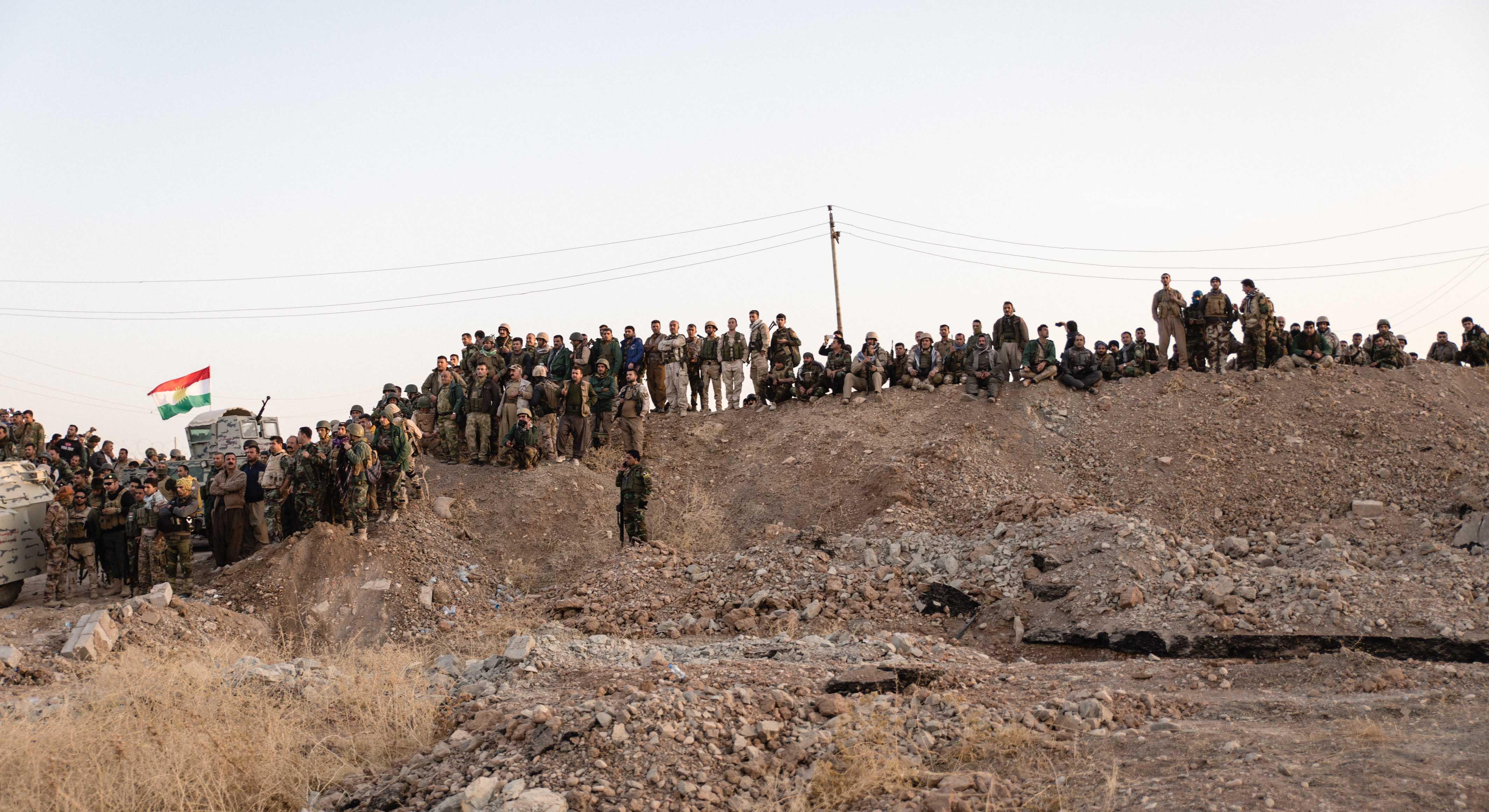 Quelques jours avant la prise de Mossoul, les villes et villages aux alentours se font reprendre. Bashika, une ville Yézédis et chrétienne, étant ainsi le dernier bastion des Peshmergas. © Quentin Bruno / Hans Lucas